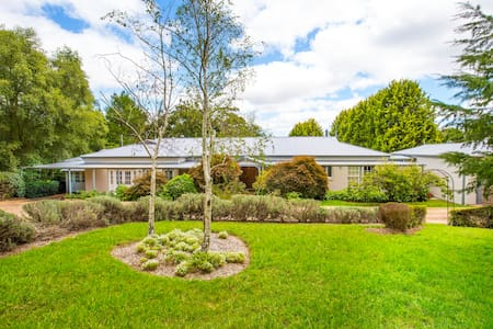 Range Haven-country entertainer with tennis court - Mittagong - 独立屋