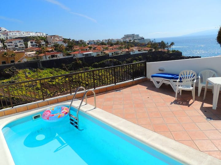 Sea Front Villa, 1 Min Walk Beach/Marina, AC, WiFi
