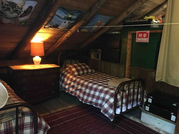 Captain Woodbury Attic loft Bed 2