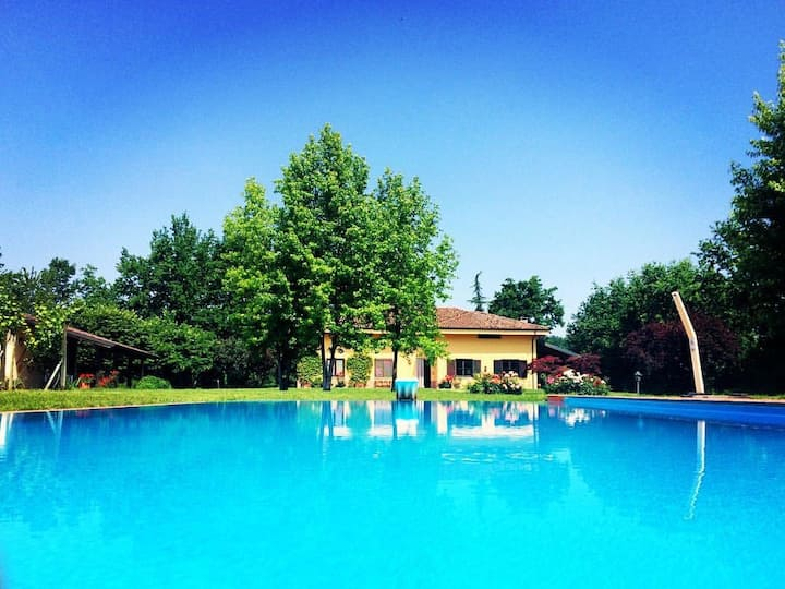 Villa in Monferrato with vineyards and pool