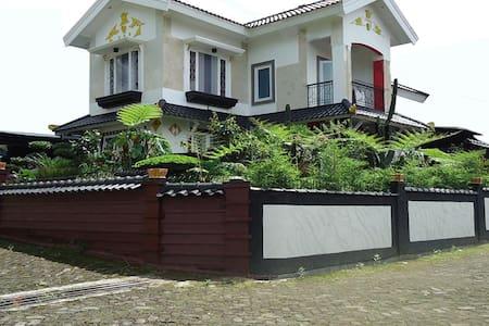 Villa Cipanas Puncak