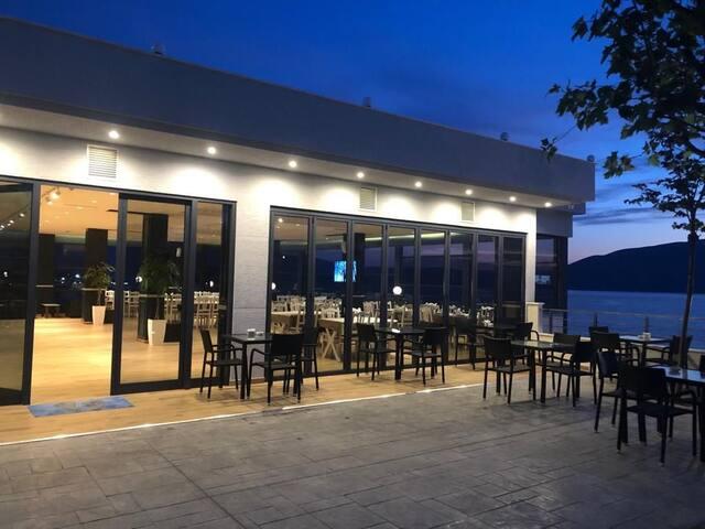 Dions Hotel Restaurant