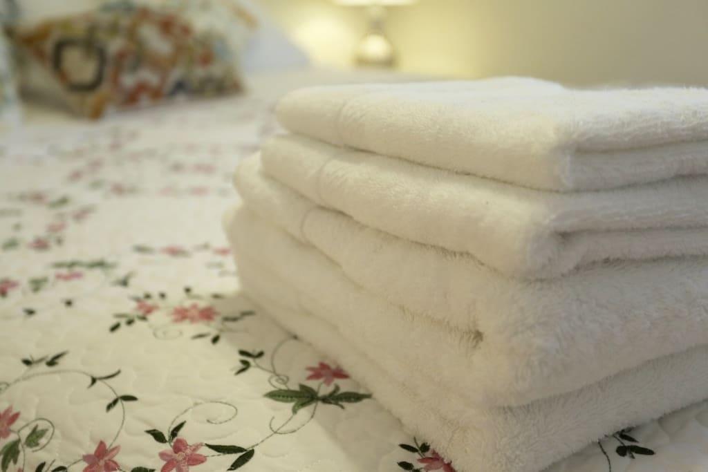 柔软干净的毛巾浴巾