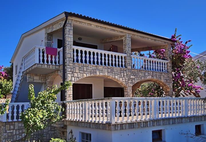 Vila Ivana II - apartment house 20m from the beach