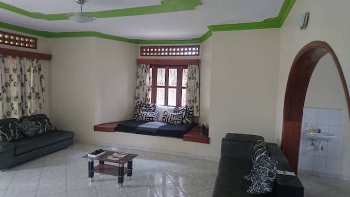 Luxurious vacation home in Entebbe