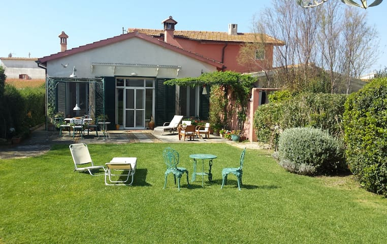 COUNTRY HOUSE, HUGE GARDEN+SEA (3km)+THERMAL BATHS - Capalbio  - Villa
