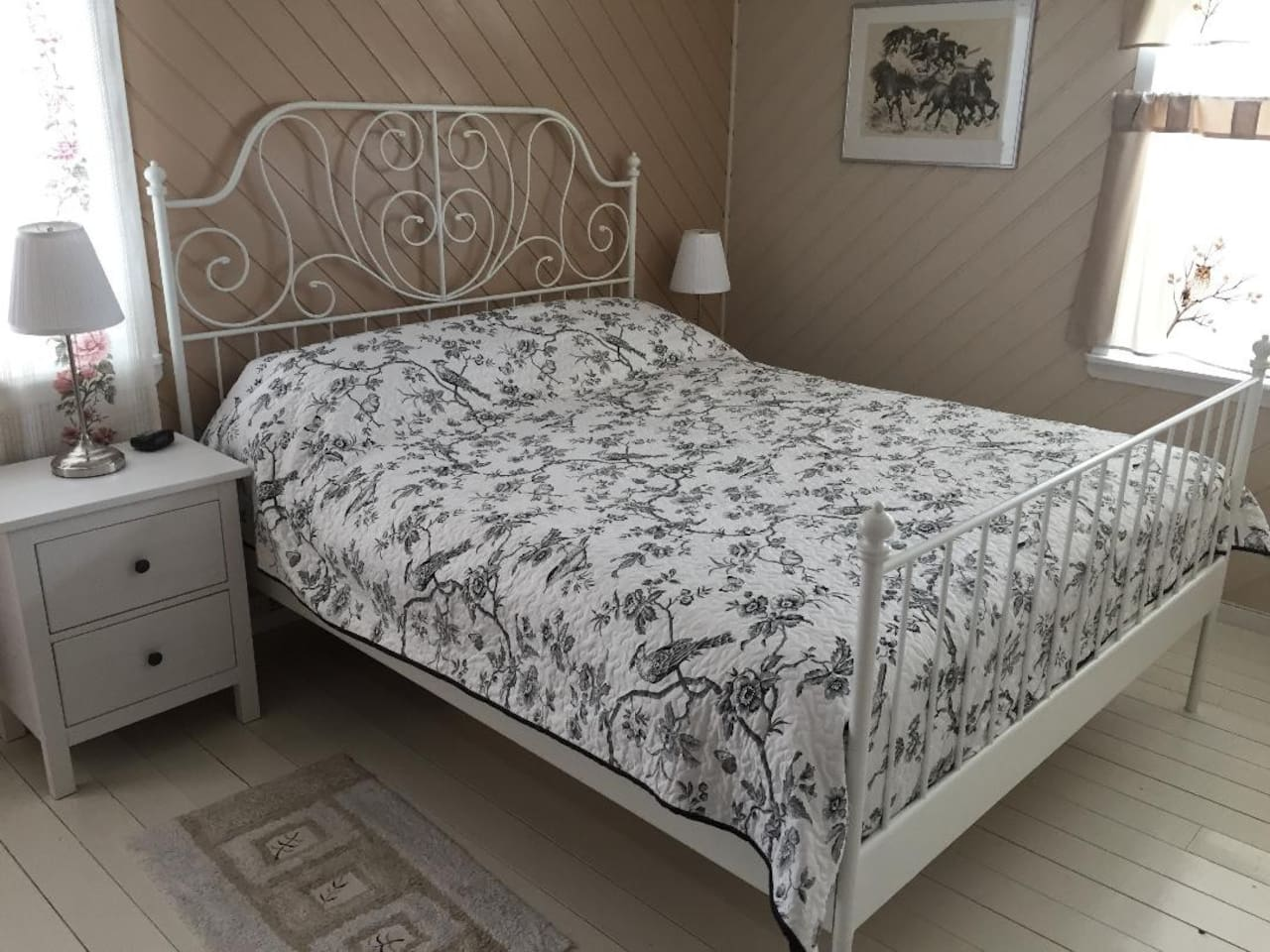 Sleep well in a very comfortable Queen size bed