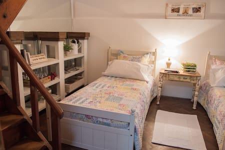 Casa con Jardin Barrio tranquilo, Buena Ubicacion - La Plata - Haus