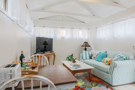 Charming Malibu Cottage: Perfect Beachtown Getaway - Malibu
