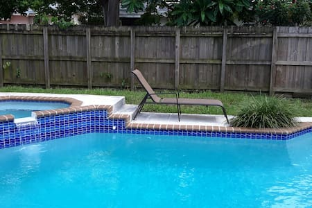 SunKissed Home 3 bedrooms with pool - Pembroke Pines