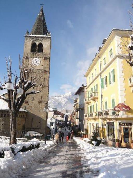 L'ingresso pedonale al borgo storico di Saint Vincent