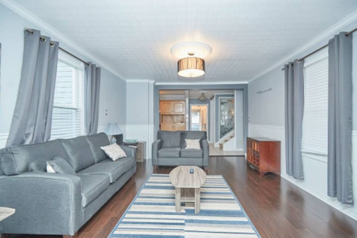4 Bedroom Home Close to Fallsview