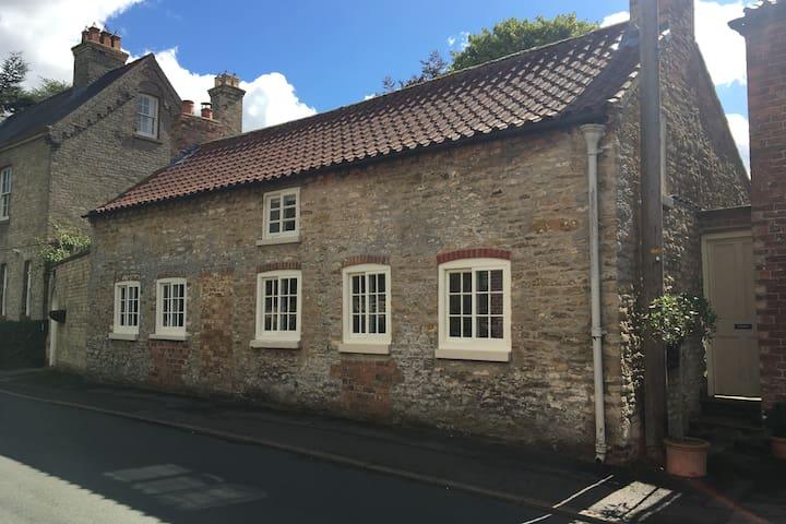 Fab C17th Loft:stone & beams, sunny, quiet village