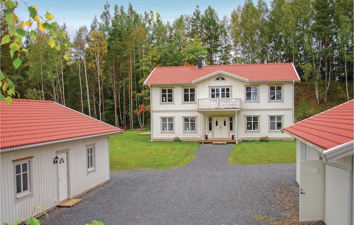 Nice home in Jönköping with Sauna and 5 Bedrooms