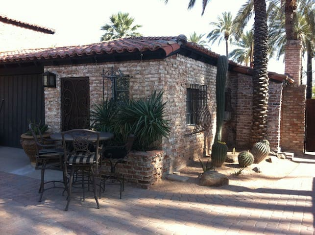 OLD WORLD CASITA IN THE HEART OF PHOENIX (1)