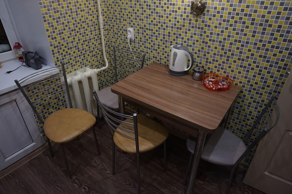 В случае необходимости стол раскладывается.