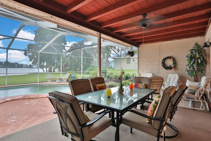 Charming Lakefront Pool Home - 40 Min to Disney!