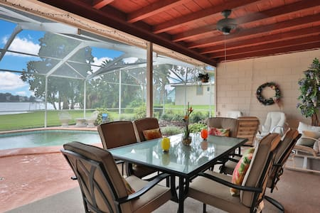 Charming Lakefront Pool Home - 5 Min to Legoland!