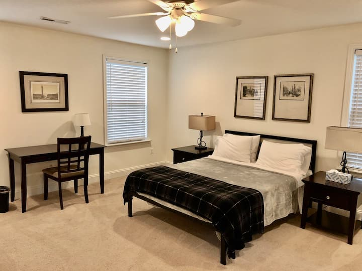 Spacious Modern Master Guest Suite (No. 6)