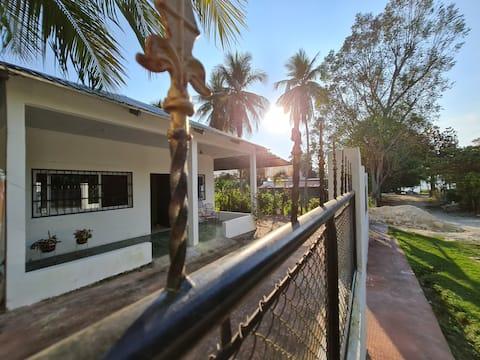Tikal House, casa equipada  El Remate Flores Peten