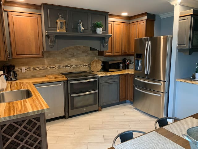 Full kitchen with everything provided.