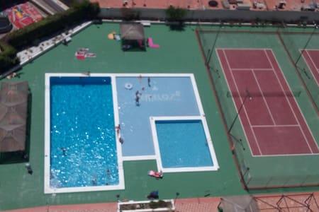 appartement tout confort , vue sur mer et piscine - Apartment