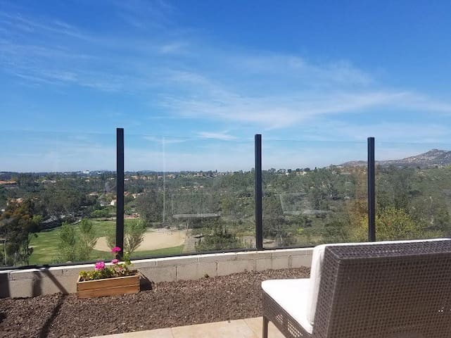 Private room in a townhouse with a great view! - Poway - Maison de ville