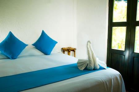 HOTEL MAYA KA'AN INN - Playa del Carmen - Boutique hotel