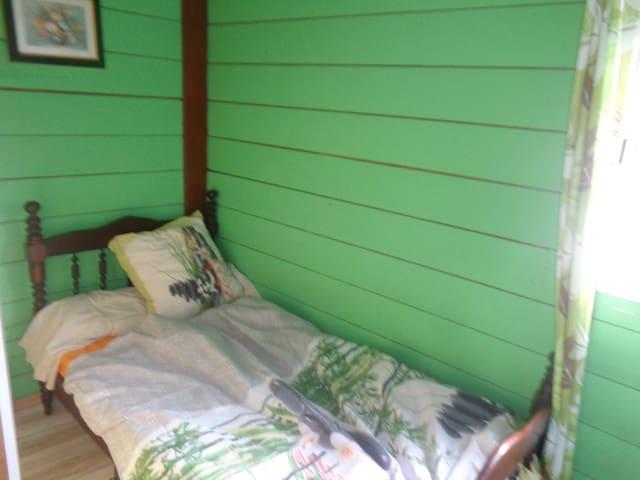 chambre dans chalet à petite ile - Petite Île - Apartment