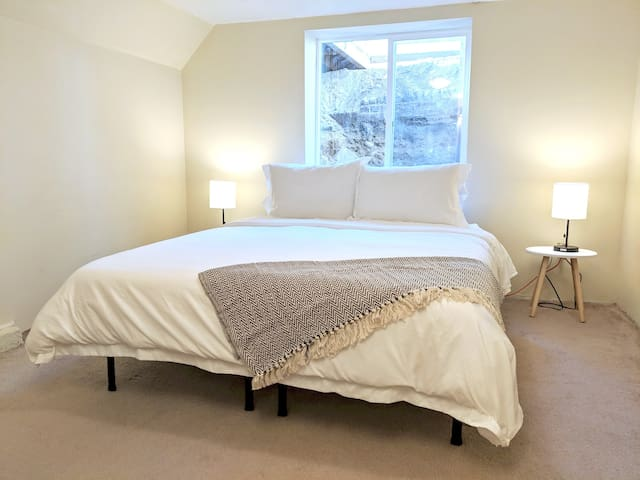 Charming Suite One Block from Greenlake