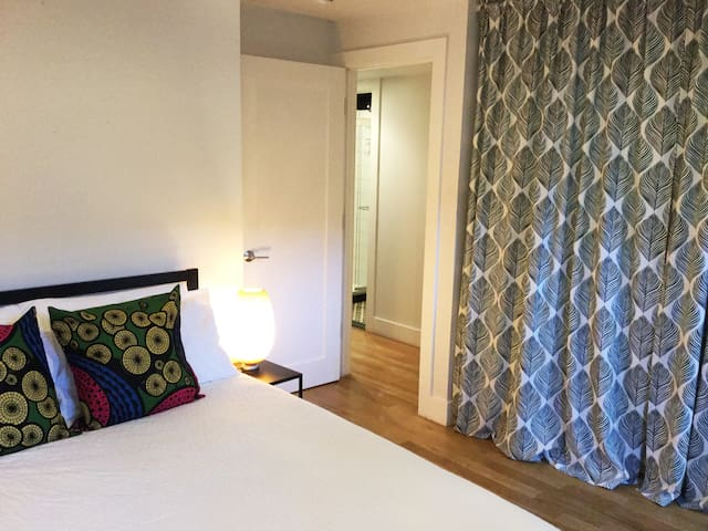 Williamsburg 2 bedrooms 1 bathroom Private entry