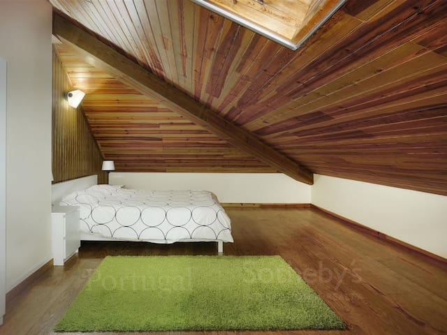 Bedroom 4: one double-bed