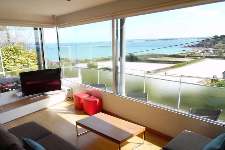 UNIQUE : Villa d'Architecte Surplombant la Mer
