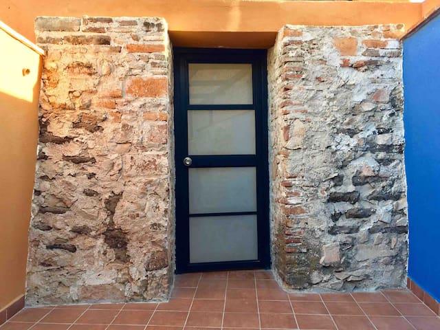 Amplio ESTUDIO baño PRIVADO centro COCINA 4 pax