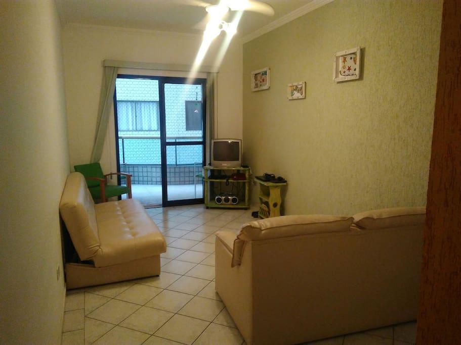 Sala com dois sofás-cama.