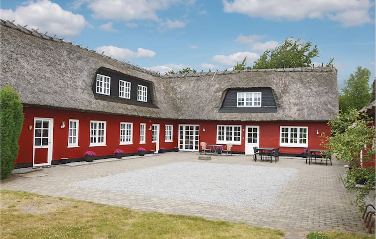 Holiday cottage with 10 bedrooms on 600 m² in Kjellerup