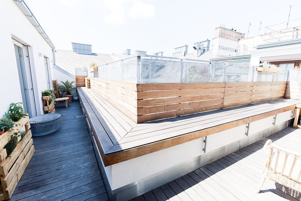 Rooftop terrace - with access to bedroom, living room and kitchen
