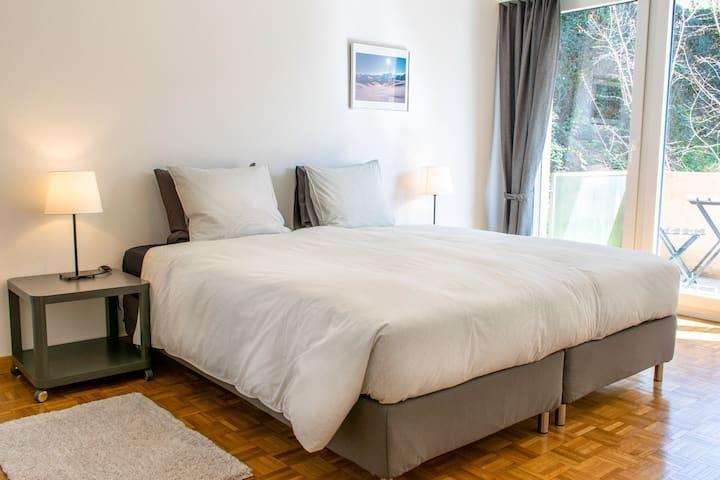 Magnifique appartement de 2 chambres à coucher avec vue sur le lac