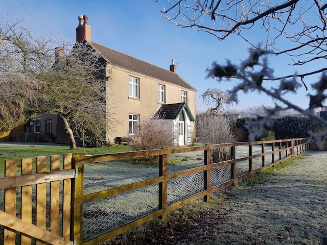 Spacious Yet Cosy Self-Contained Rural Retreat!