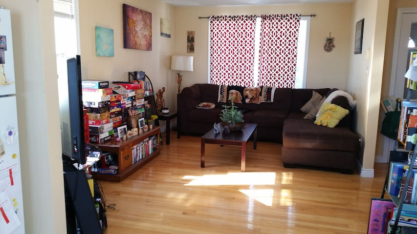 Home space near attractions & airport: St. John's - St. John's - Dom