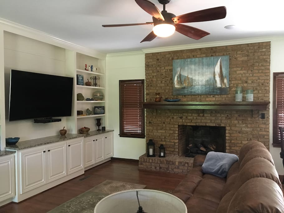 """65"""" SMART TV, 2 comfy couches, gas fireplace"""