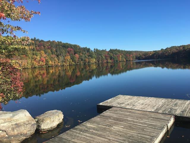 Beautiful 4 bd Pocono lux lake home - East Stroudsburg - Hus
