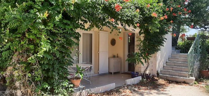 Charmant rez-de jardin (90m²) proche d'Avignon