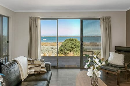 PetLet 17: Absolute Coorong Waterfront