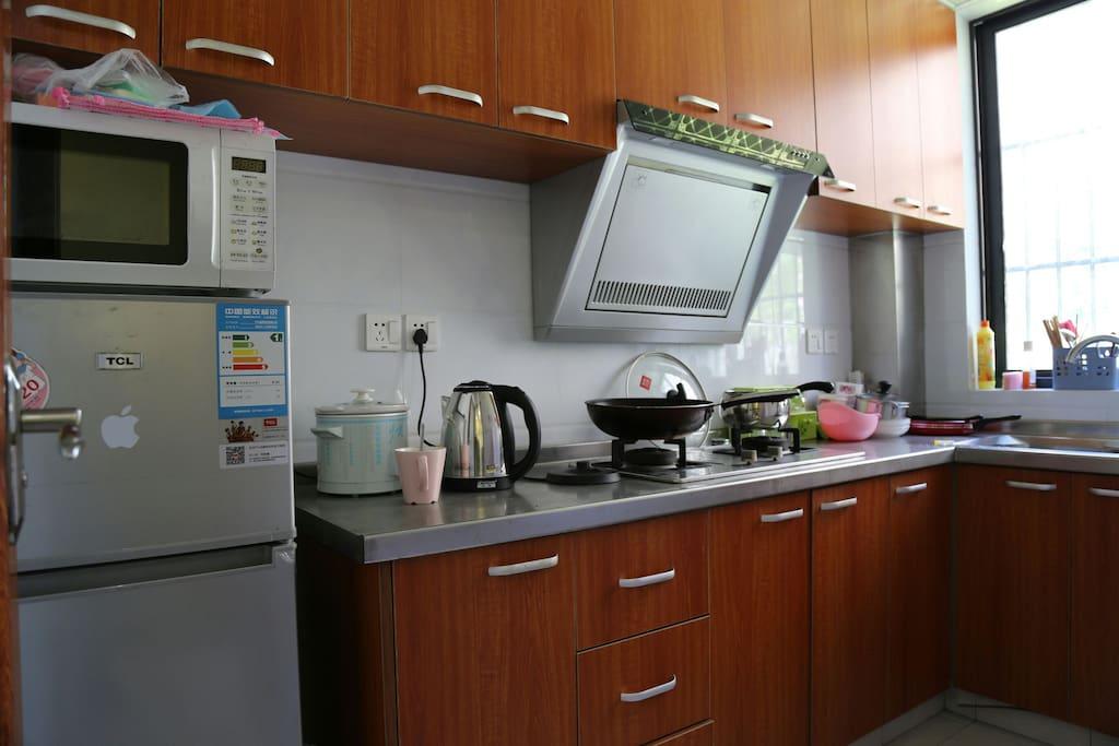 设备齐全的厨房