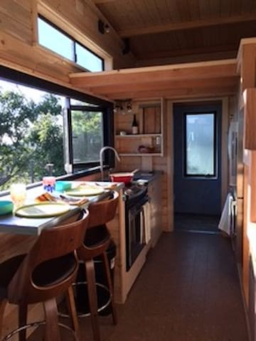 Ocean view Tiny House, 1 Mile to the beach - Carpinteria