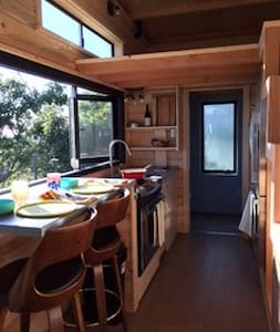 Ocean view Tiny House, 1 Mile to the beach - Carpinteria - Haus