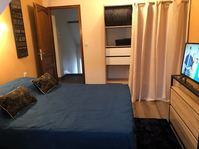 Chambre 1 avec lit 140