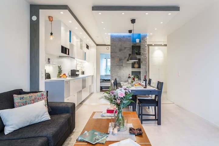 Room in a modern apartment, 8 min to the center