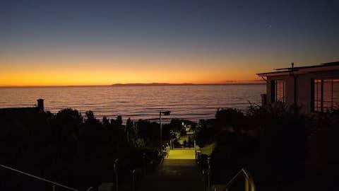 Harbor Views & Coffee in a 3 min walk!
